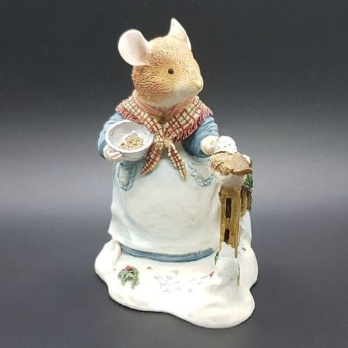 Villeroy & Boch Foxwood Tales Figur Winter at Foxwood: Mrs. Mouse Seeds of Kindness